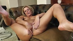 Mature sweden lady gets nailed in doggy style on sofa